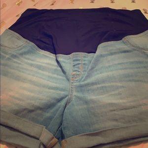 Maternity light wash jean shorts !!! Super cute